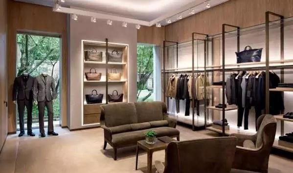 随着中国国民经济消费能力在近年来持续提升,基本的日常消费已经满足不了目前的物质消费能力,越来越多的朋友喜欢到各个城市的奢侈品门店购买奢侈品。大家可能都已经习惯了国内的奢侈品门店。但现在在国外,一个城市拥有普通的奢侈品门店已经是见惯不怪的事,见过各大奢侈品品牌的旗舰店那才叫大开眼界!