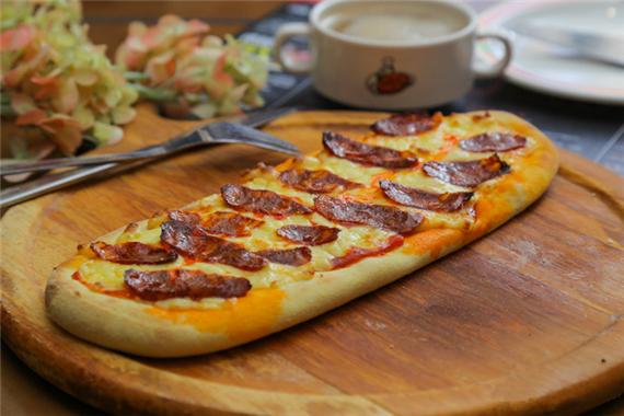 """那句经典的广告语:""""比格不只有榴莲披萨……""""广为流传,也确立了比格在"""