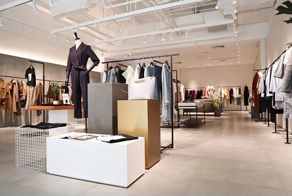 运用独到的设计理念将建筑设计美学 和服装陈列艺术完美结合, 将